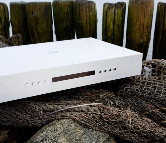 Dass die Produkte der Hi-Fi-Marke Densen auf extreme Langlebigkeit ausgelegt sind, sieht man den ästhetisch überragenden Gehäusen schon von außen an.