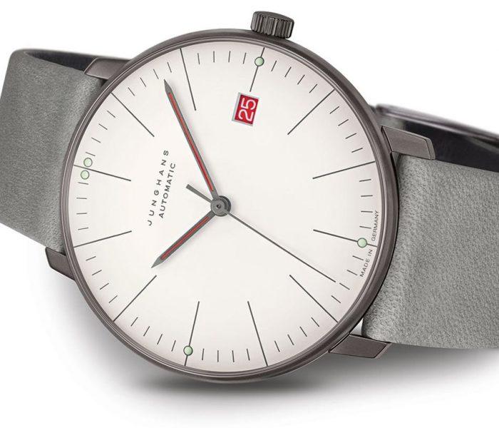 """Im Bauhaus-Jubiläumsjahr erinnert Junghans mit einem Sondermodell der """"max bill""""-Uhrenlinie an die Studienzeit von Max Bill an der legendären Kunstschule."""
