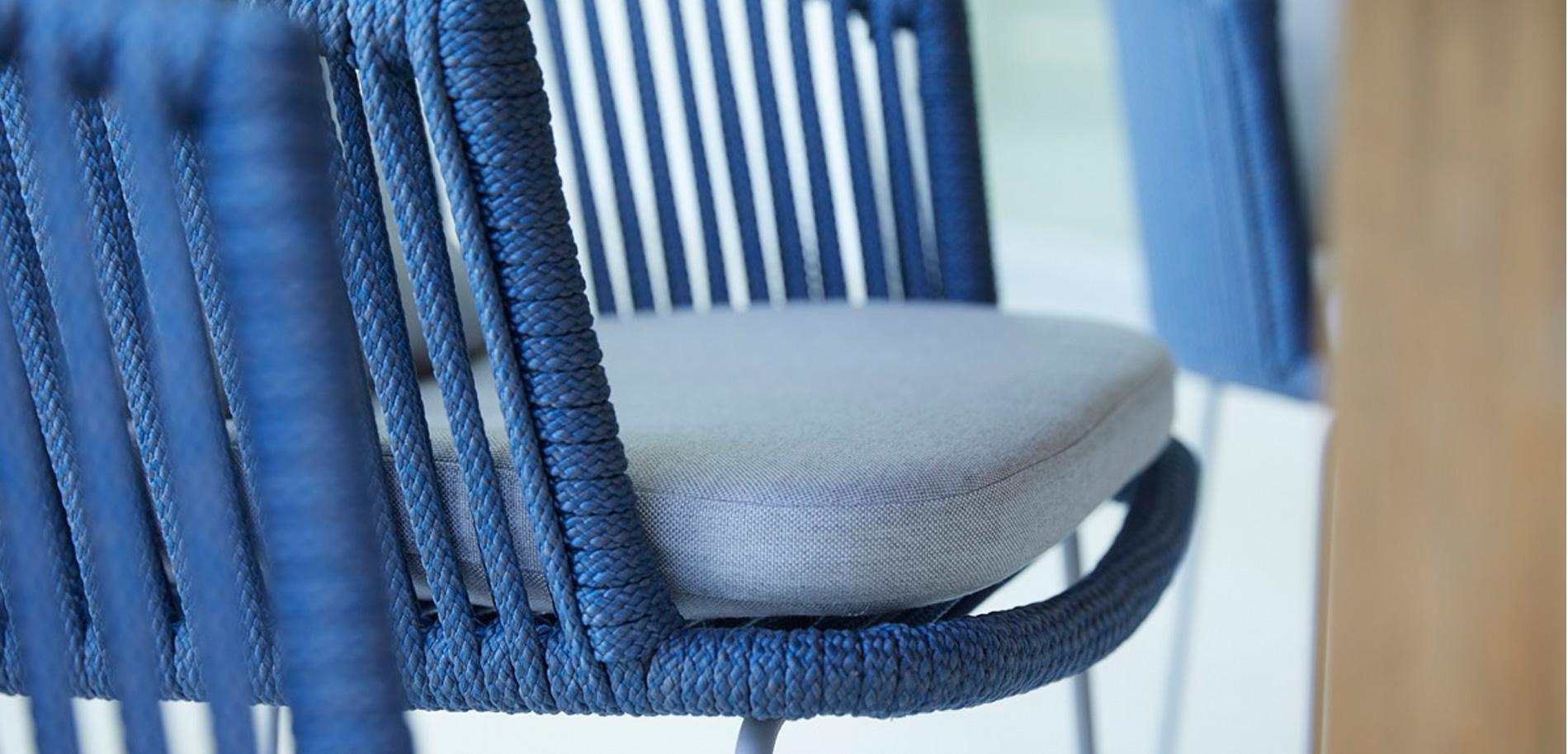 Qualität im Detail: Das weiche Seilgeflecht der Serie Moments lädt zusammen mit den Sitzkissen zum bequemen Sitzen ein.