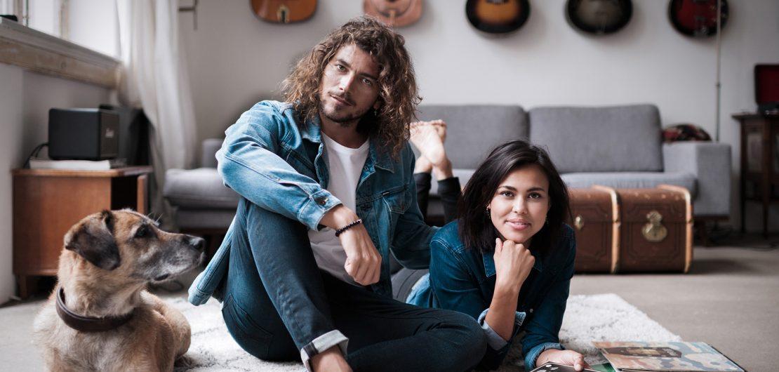 Als erste Marke, die sozial verantwortliche Jeans eingeführt hat, startete Kuyichi eine Revolution. Neben biologischem kommt recyceltes Denim zum Einsatz.