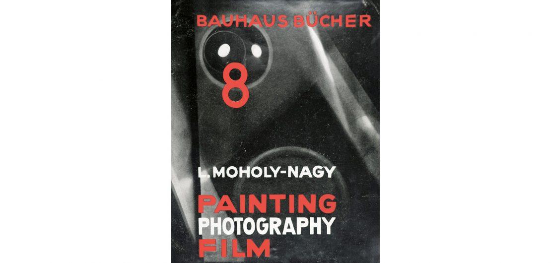 Der achte Band der Bauhausbücher zeigt die Bemühungen von László Moholy-Nagy, der Fotografie und dem Film eine der Malerei ebenbürtige Geltung zu verleihen.