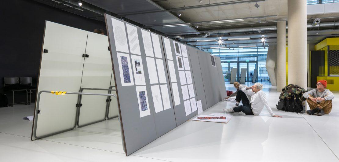 Auf den Spuren von Mart Stam arbeiteten Düsseldorfer Studenten zwei Jahre lang mit Unterstützung von Thonet an der Vision eines Multifunktions-Seminartisches.
