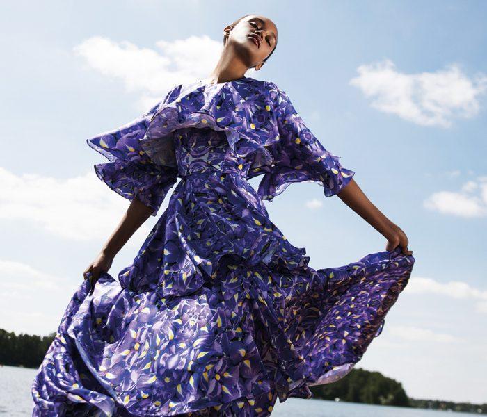 Marcel Ostertag verbindet vielfältigste Einflüsse zu einem unverwechselbar modernen Look – Mode, die man immer wieder tragen und sogar weitervererben kann.