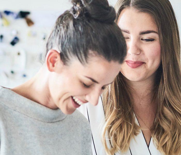 """Im Gespräch mit COLD PERFECTION: die beiden Gründerinnen des Fair-Fashion-Labels """"JAN 'N JUNE"""", Anna Bronowski und Juliana Holtzheimer"""