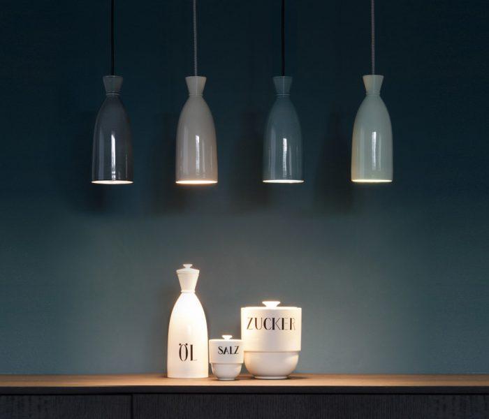 Mit der Bogler Lampe, basierend auf dem von Walter Gropius stammenden Baukastensystem, würdigen die Hedwig Bollhagen Werkstätten (HBW) 100 Jahre Bauhaus.