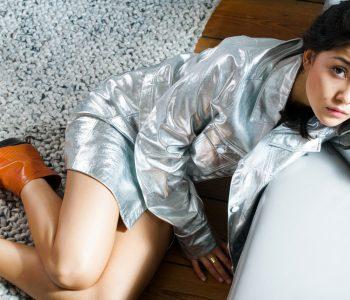 Im wahrsten Sinne des Wortes auf den Spuren des Studio 54 wandelt die Hamburger Designerin Alina Schürfeld mit ihrer neuen, auf dem Fundament der Nachhaltigkeit fußenden Premium-Footwear-Kollektion.