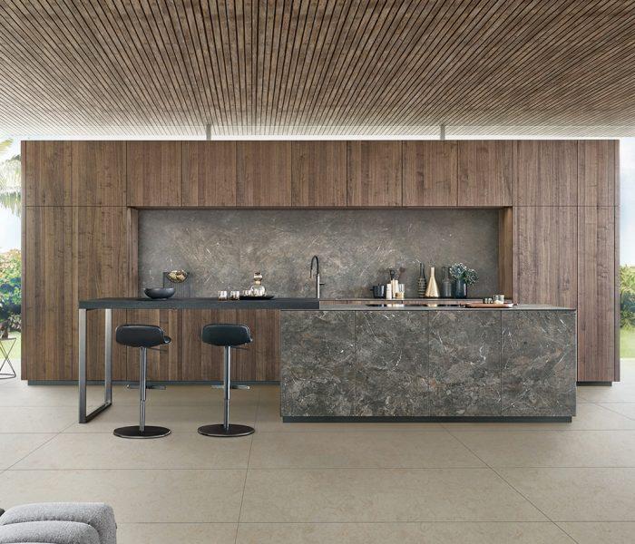 Mit BOSSA präsentiert LEICHT eine Küche, die erstmals dieselben Erwartungen erfüllt, die an Möbel des Spitzensegments für den Wohnbereich gestellt werden.