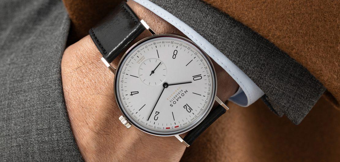 Um von einer Dress Watch sprechen zu können, muss eine Uhr nach einer Regel gestaltet worden sein, die im Design auch sonst selten versagt: Weniger ist mehr. Im Bild: die Tangente von Nomos.