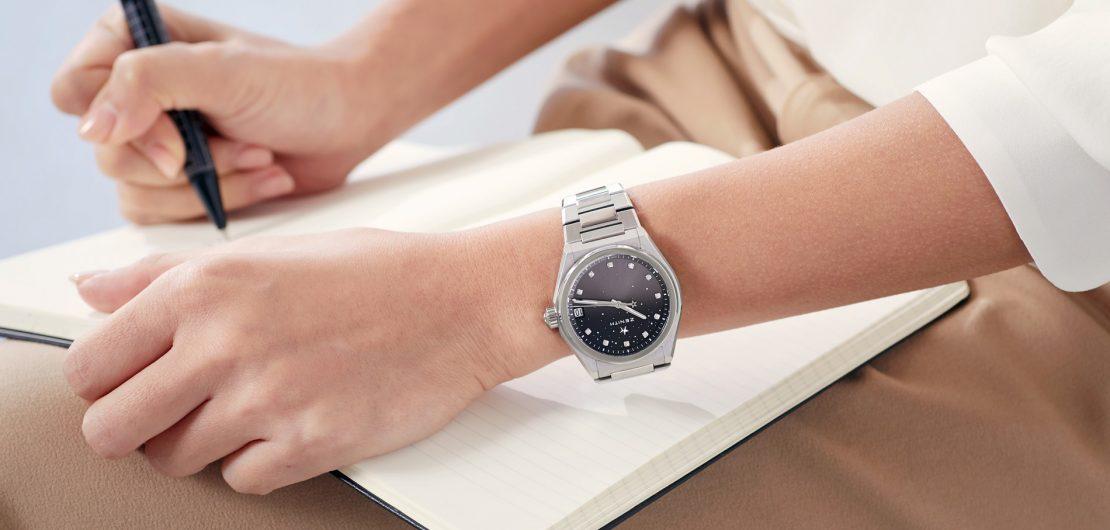 Mit der Defy Midnight holt Zenith quasi ein Stück vom Himmel aufs Zifferblatt. Die sportlich-elegante Damenuhr verfügt über ein Elite-Manufakturwerk.