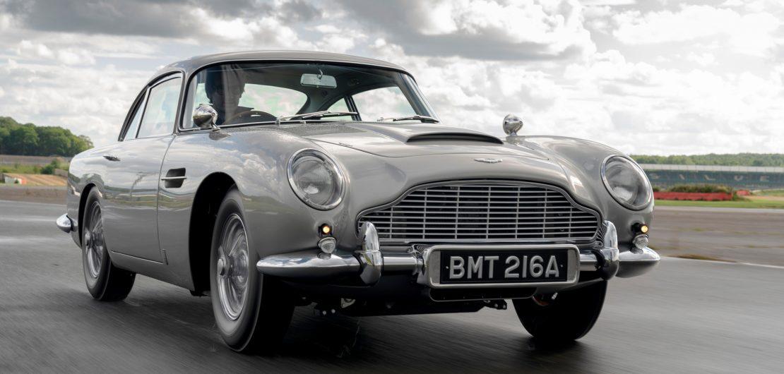 Ohne Straßenzulassung aber mit der Lizenz zum Imponieren: James Bonds schönster Dienstwagen, der Aston Martin DB5, erhält eine limitierte Neuauflage.