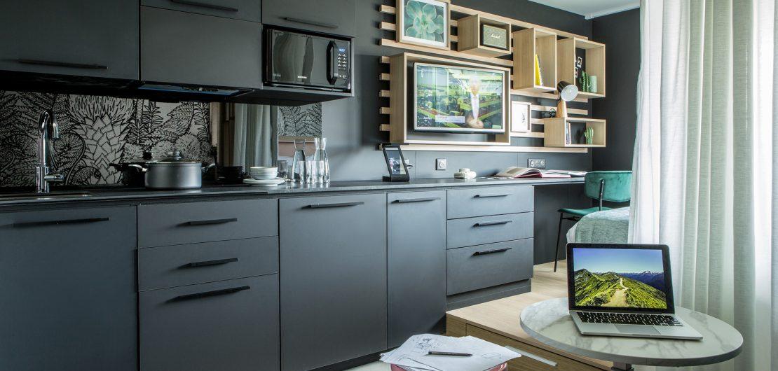 Bei seinem Designkonzept für die Aparthotels von Adagio erzeugt Didier Versavel durch smarte optische Staffelung die Illusion einer Mehrzimmer-Wohnung.