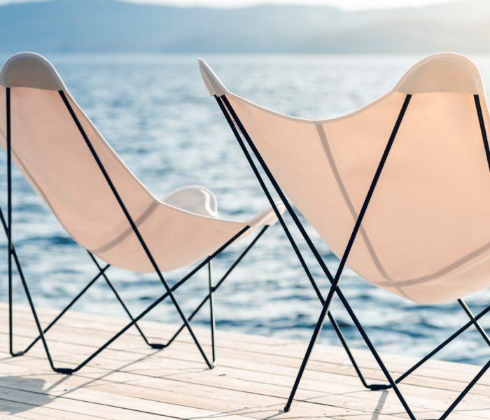 Der berühmte Butterfly Chair, selbst eine Weiterentwicklung eines Vorläufers, findet in Mariposa von Cuero Design so etwas wie seine späte Vollendung.