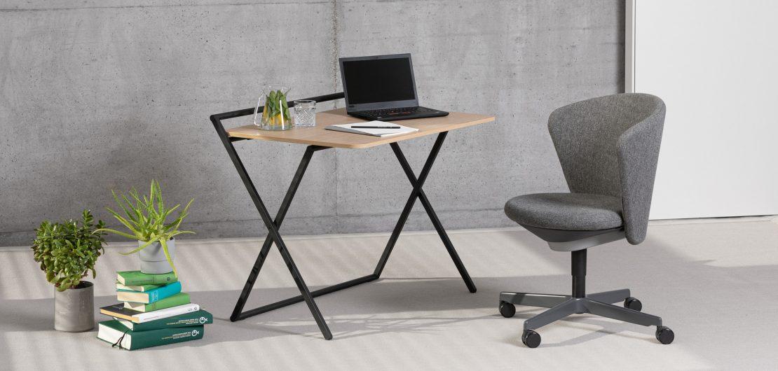 Der klappbare Multifunktionstisch Bene X-PRESS ist mit wenigen Handgriffen aufgebaut und eignet sich trotz seiner geringen Abmessungen hervorragend als Schreibtisch oder als zusätzliche Arbeitsfläche in der Küche und anderswo.