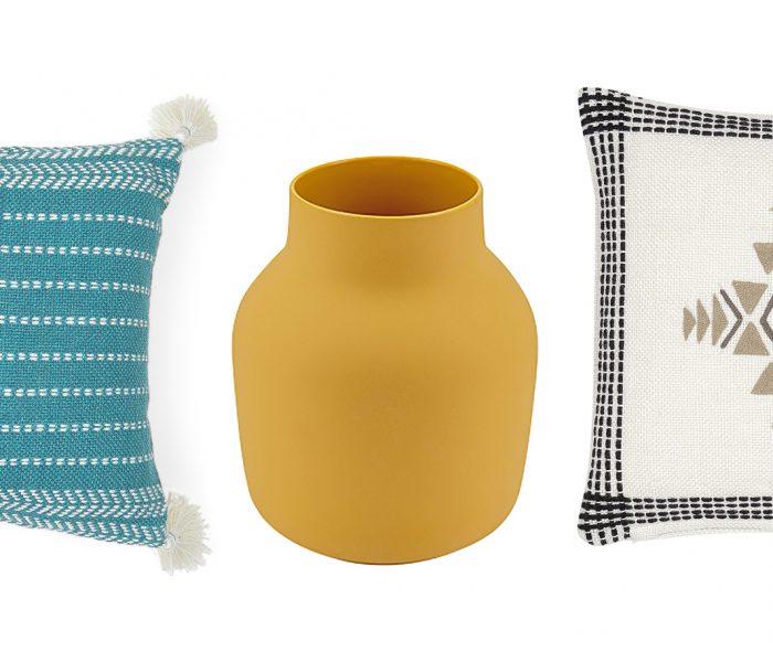 Wer Wohnaccessoires denkt, sollte öfter liv interior sagen. Das nachhaltig arbeitende deutsch-dänische Label überzeugt auf ganzer Linie. Das Foto zeigt aktuelle Beispiele aus der Kollektion: zwei Kissenhüllen und eine Vase.