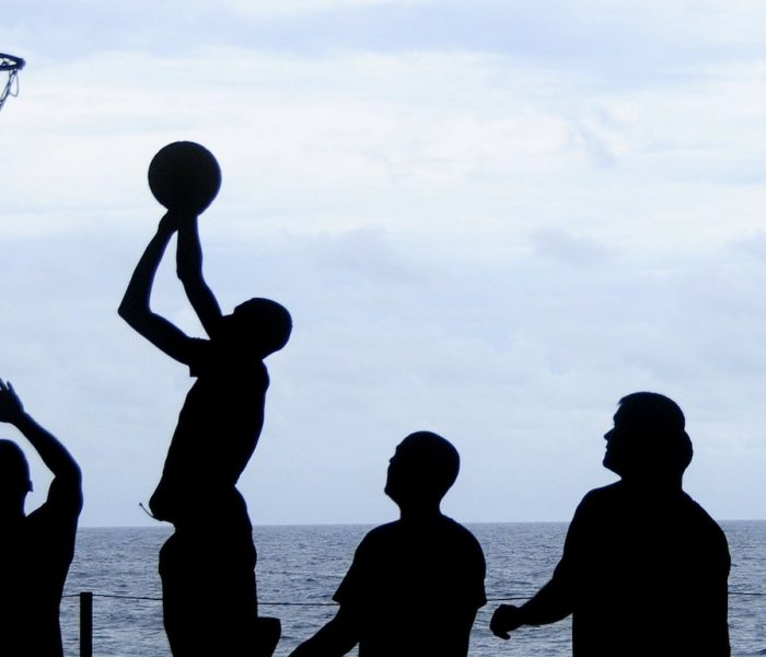 Gruppendenken lauert überall, wo Menschen gemeinsam Entscheidungen treffen. Mit welchen Techniken lässt sich verhindern, dass Konformismus ins Chaos führt? Symbolbild Sport.