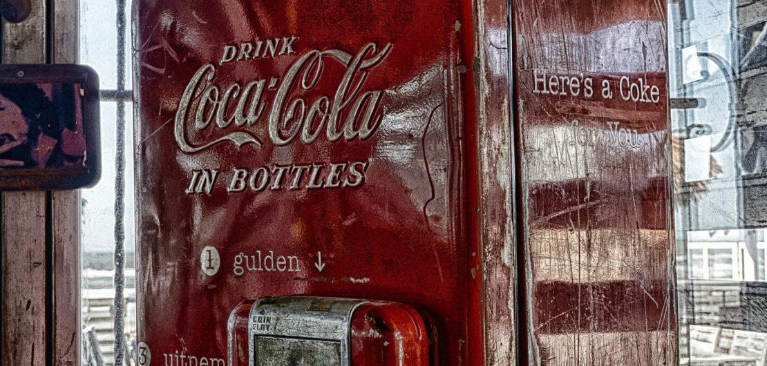 """""""All the Cokes are the same and all the Cokes are good"""", sagte einst Andy Warhol. Die industrielle Massenfertigung als großer Gleichmacher neigt sich dem Ende zu. Was sind die Folgen von Individualisierung und Losgröße eins für alle?"""