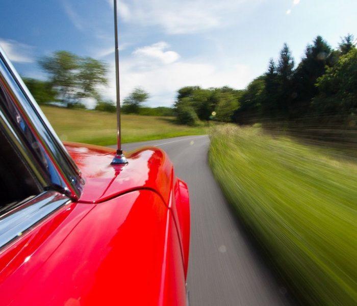 Elektroautos sind die heißesten Kandidaten für die Ablösung des Verbrenners. Petrolheads müssen stark sein. Doch es gibt Alternativen – für den Kaminsims.