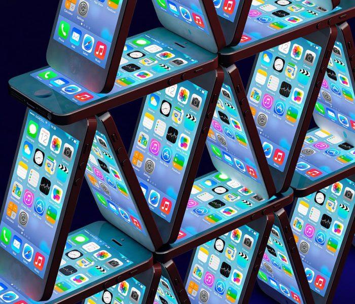 Smartphone-Kartenhaus; Symbolbild zum RGBMAG-Artikel von Martin Ostermeier: Mühelos und fair: Was Mobilfunkkunden von 5G erwarten