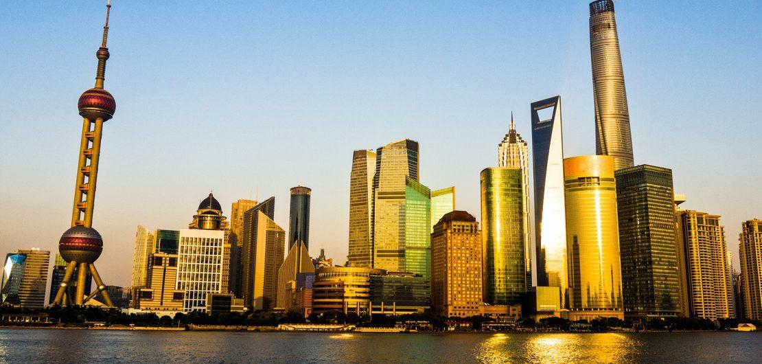 Skyline von Shanghai – Illustration des RGBMAG-Beitrags: Vom Kopisten zum Trendsetter: Digitale Weltmacht China