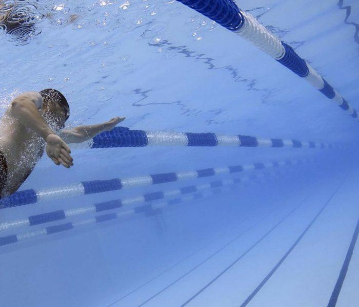 Ausgerechnet in Zeiten, in denen Adipositas epidemische Formen annimmt und Bewegungsmangel als neues Rauchen gilt, werden immer mehr öffentliche Schwimmbäder aus Kostengründen geschlossen.